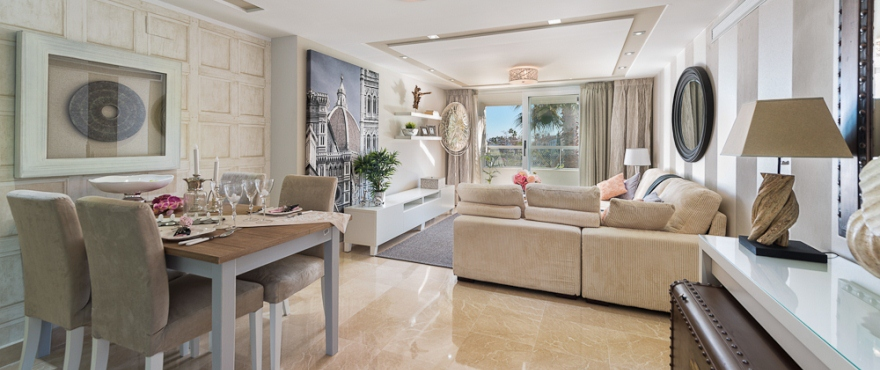 http://estatesinthesun.com/properties/wp-content/uploads/2013/02/Arqueros-Beach_Marbella_living-room_DSC1516.jpg