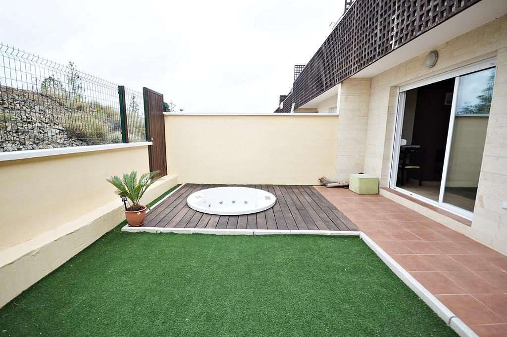 http://estatesinthesun.com/properties/wp-content/uploads/2015/08/terraza-salon-jacuzzi.jpg